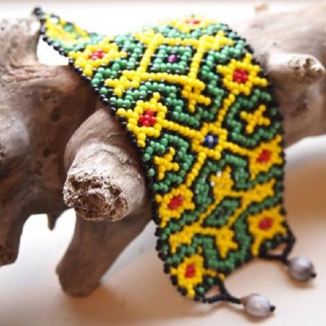 Shipibpo bracelet yellow x green geometric